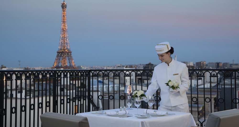 1031241_hotellerie-le-peninsula-au-coeur-de-la-bataille-du-luxe-a-paris-web-tete-0203690812701