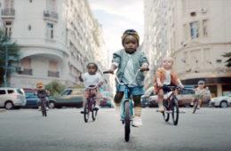 Bébés Evian Bare Necessities
